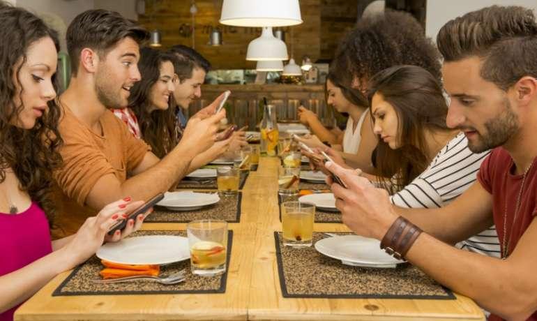 Μέσα κοινωνικής δικτύωσης: υπάρχει κίνδυνος εθισμού;
